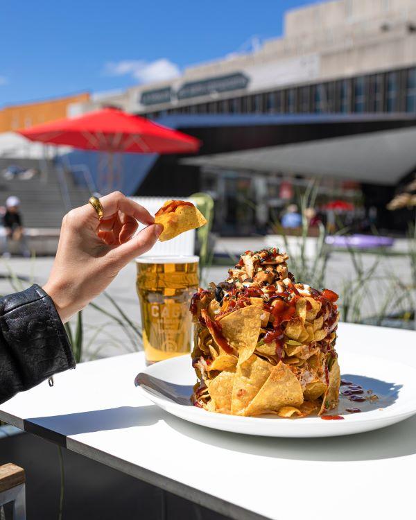 Concours Gagnez 50$ Pour Un Repas Sur La Terrasse De La Cage, Au Complexe Desjardins!